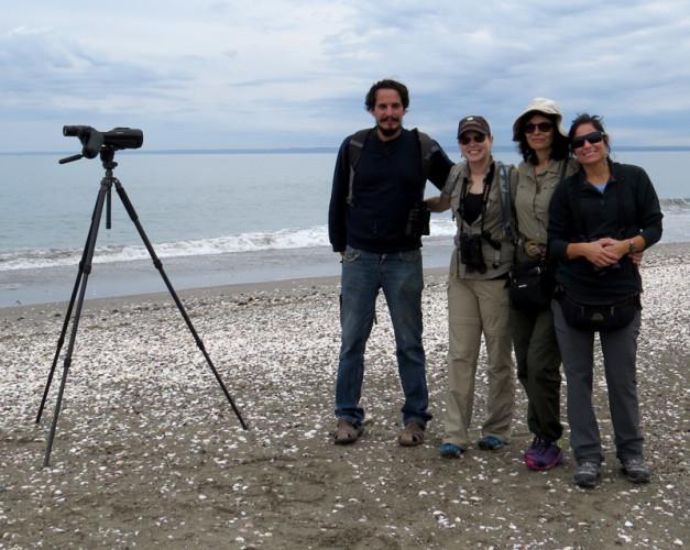 El team buscador. Rodolfo Sarría, Autumn-Lynn Harrison, Patricia González, Verónica L. D'Amico, Marcelo Bertellotti (behind the camera)